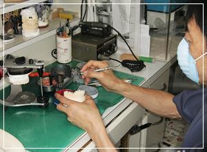 歯科技工設備を有し、歯科技工士が常時